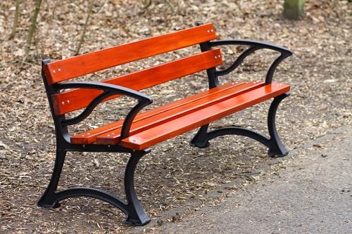 żeliwna ławka parkowa
