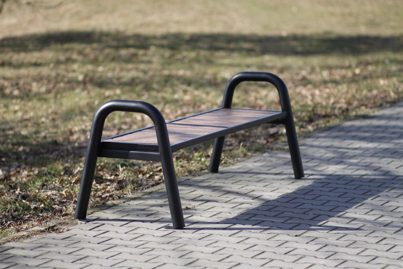 nowoczesna ławka parkowa
